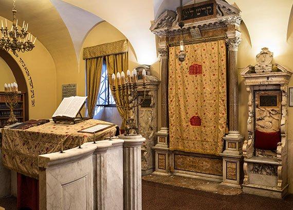 Le sinagoghe museo ebraico di romamuseo ebraico di roma for Arredamento in spagnolo